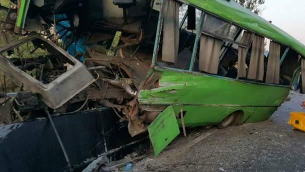 Автобус потрапив у жахливу аварію в Ізюмі на Харківщині