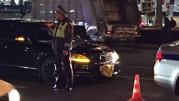 Правительственное авто сбило автоинспектора в центре Москвы