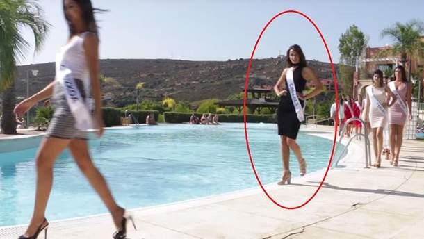 """Конкурс """"Міс Іспанія 2017"""": учасниця впала в басейн"""