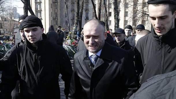Дмитро Ярош поряд сі своїм охоронцем Олександром Шумковим