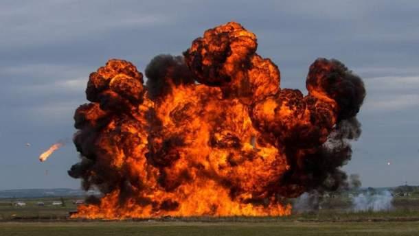 Взрыв на складах боеприпасов (иллюстрация)