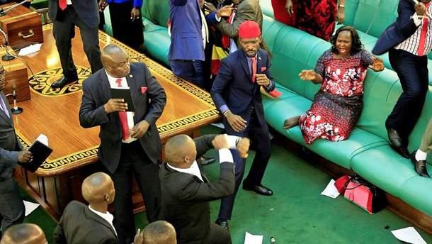 Депутаты подрались в парламенте Уганды