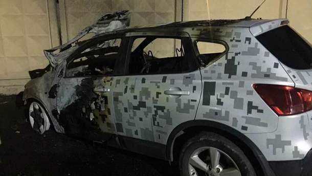 В Николаеве сожгли автомобили городского чиновника