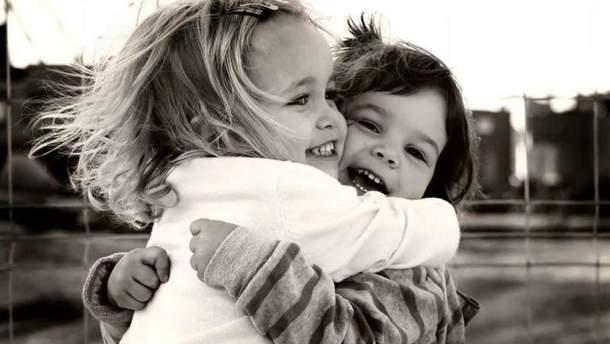 Скільки треба обійматись
