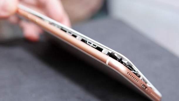В новому iPhone 8 Plus екран здувся під час зарядки