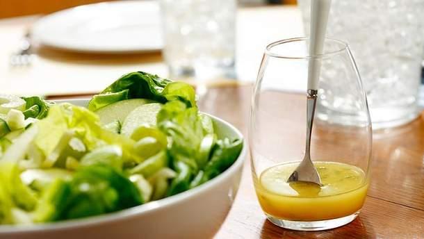 ТОП-3 рецепти дієтичних заправок для салатів, які замінять шкідливий майонез