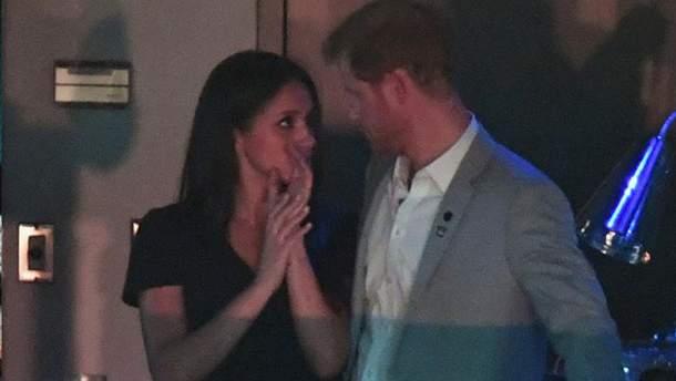 Принц Гарри и Меган Маркл поцеловались