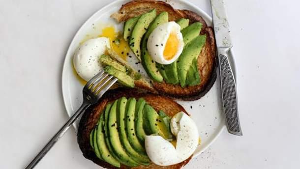 Приготовить на завтрак яйца из авокадо