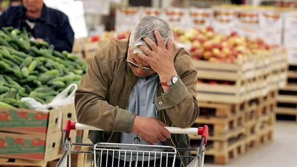 Из-за обесценивания гривны в Украине стремительно растут цены на продукты