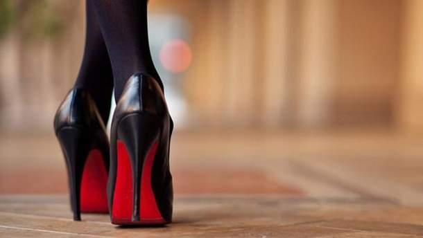 девушка на каблуках фото