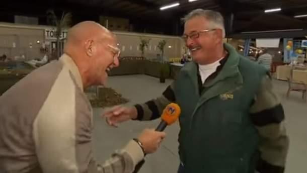 Голландський фермер добряче повеселив журналістів