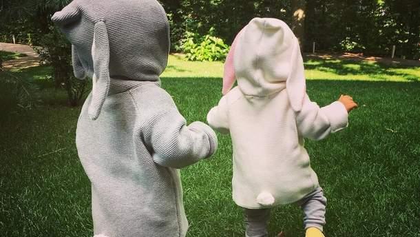 Елена Кравец показала милые фото своих подрастающих двойняшек