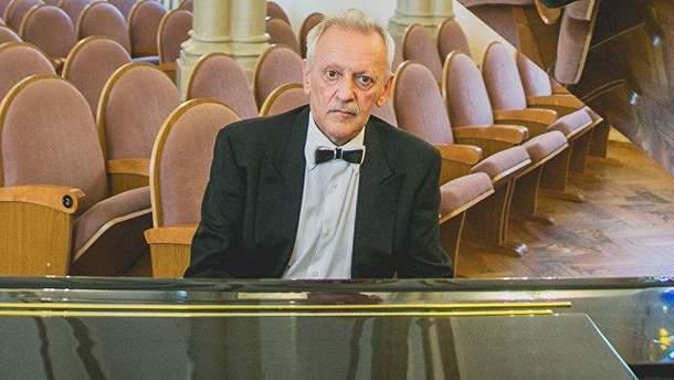 Российский музыкант Михаил Клейн умер на сцене прямо во время своего выступления