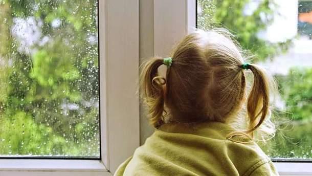 Трагедія на Київщині: дитина випала з вікна