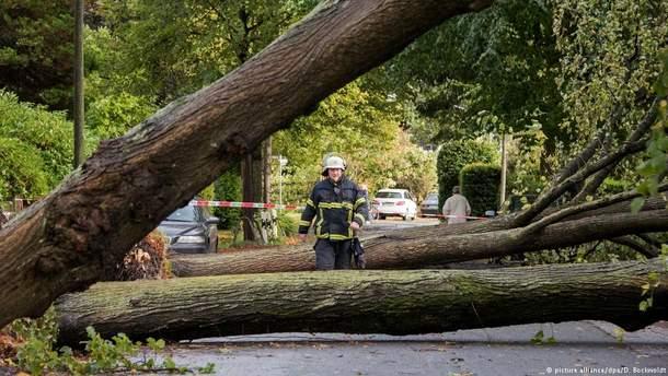 """Последствия урагана """"Ксавьер"""" в Германии"""