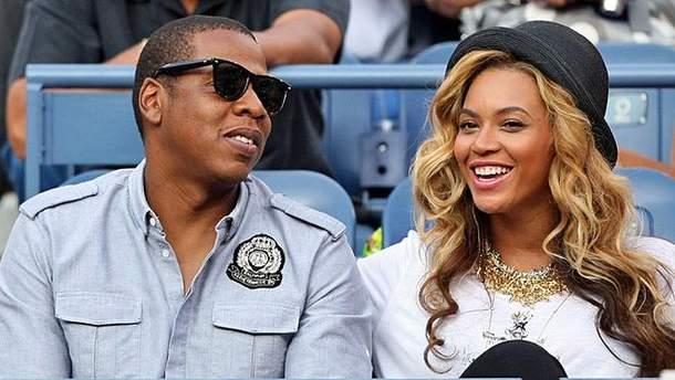 Репортеры впервые зафиксировали Бейонсе и Jay-Z на прогулке с детьми