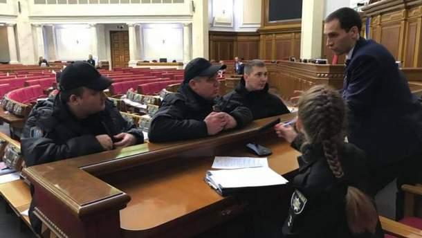 Поліція у сесійній залі Верховної Ради