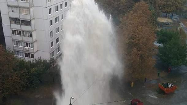 Высота фонтана достигала 12-15 метров