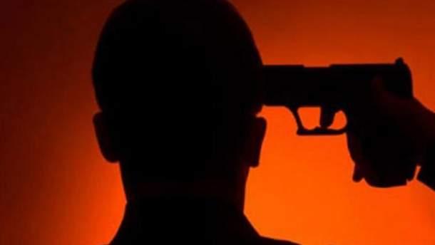22-летний пограничник выстрелил себе в правый висок из табельного оружия