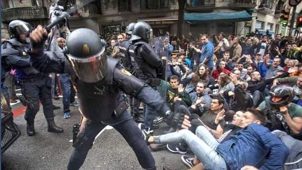 Іспанський уряд вибачився за жорсткі дії поліції під час референдуму в Каталонії