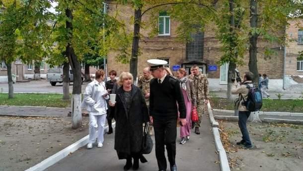 Ада Роговцева посетила с творческой встречей военный госпиталь в Днепре
