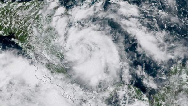 """Опасный ураган """"Нейт"""" достиг побережья США"""