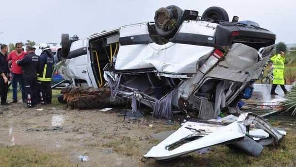 Поблизу Анталії перекинувся автобус з туристами, 3 загиблих