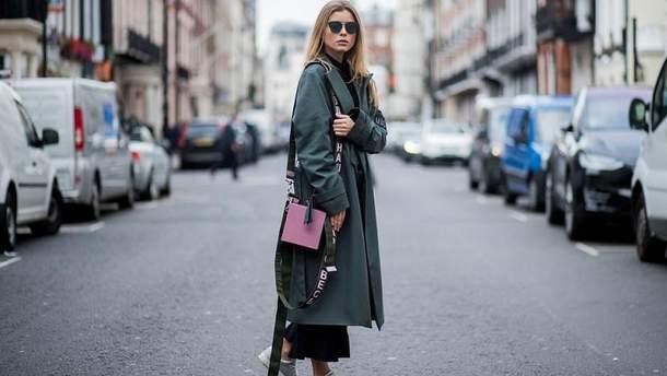 Як носити пальто з кросівками: 5 головних правил