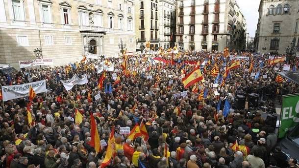 В Барселоне против сепаратизма митинговали 350 тысяч человек