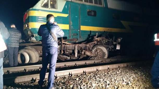Пассажирский поезд столкнулся с КамАЗом в Белгородский области России