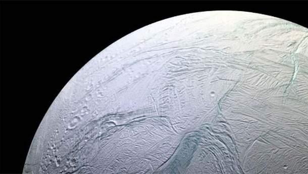 В сети показали удивительные фото луны Сатурна – Энцелада