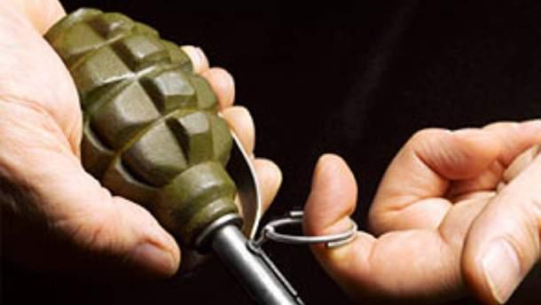 Мужчина наглотался таблеток и взорвал себя дома гранатой