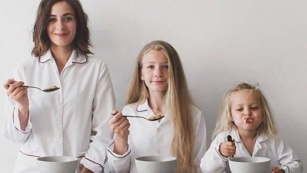 Доминик с дочерьми