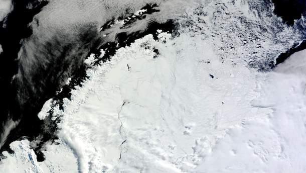 Во льдах Антарктиды обнаружили дыру размером в три украинских области