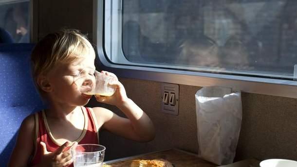 УЗ вводить харчування в нічних поїздах