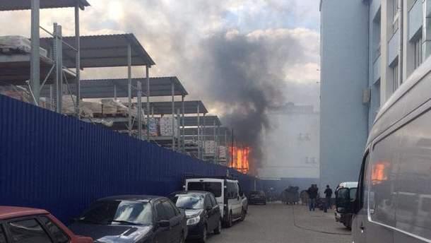 Во Львове загорелись склады