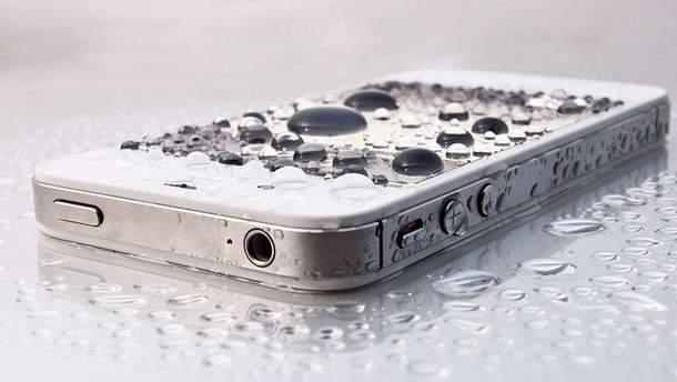 Первая помощь для телефона, который упал в воду