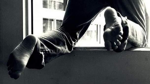Чоловік покінчив життя самогубством, вистрибнувши з вікна 8 поверху