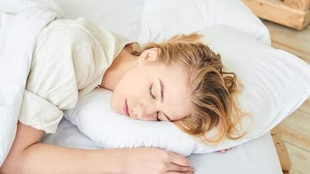 Почему не стоит ложиться спать с влажными волосами