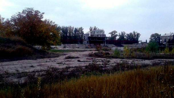 Как выглядит стадион возле оккупированного Донецка