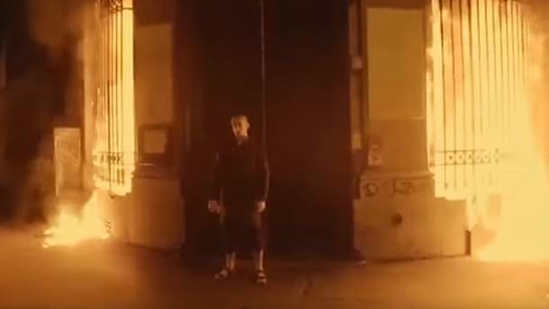 Петро Павленський підпалив Банк Франції: відео