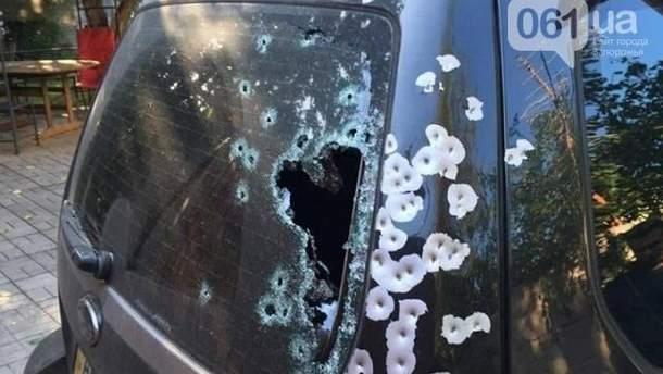 В центре Запорожья расстреляли внедорожник