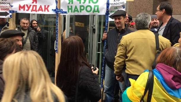 Протестующие в Киеве заблокировали выходы из Рады