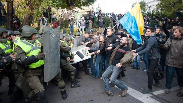 Через протести в Києві під Радою нардепи бояться йти на роботу
