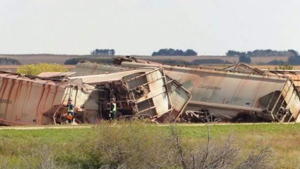В Канаде ветер сдул два поезда