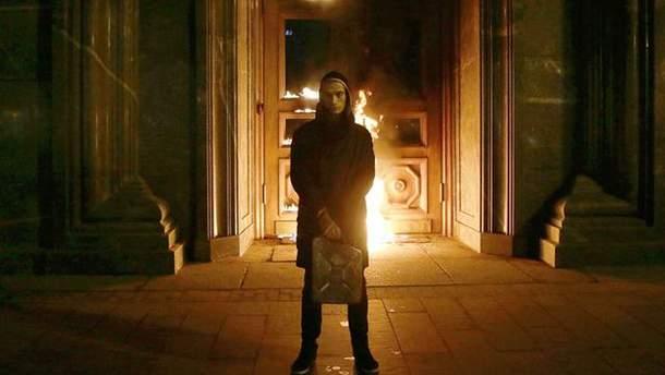 Павленскому предъявили обвинение из-за поджога Банка Франции