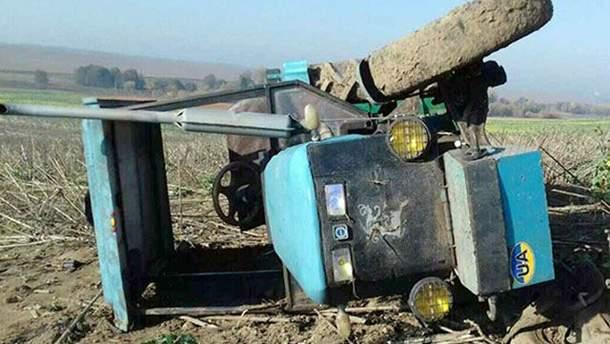 На Хмельниччині хлопчик загинув внаслідок перекидання трактора