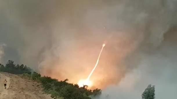 В Португалии сняли на видео огненный смерч