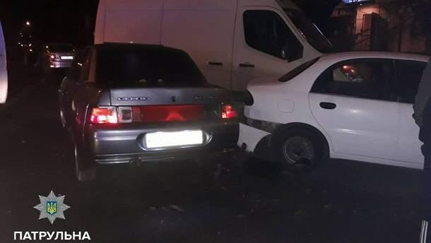 У Рівному нетвереза кермувальниця розбила припарковані авто