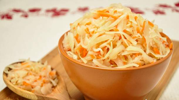 Запаси на зиму: як приготувати смачну квашену капусту